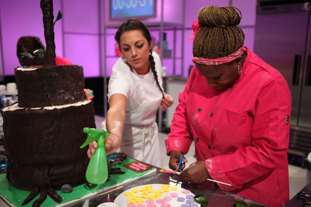 Da der Zoo von Los Angeles den ersten Geburtstag seines Nilpferdbabys Rosie feiert, gibt sich Nicole Ward (r.) besonders viel Mühe bei der Geburtsta... - Bildquelle: 2016,Television Food Network, G.P. All Rights Reserved