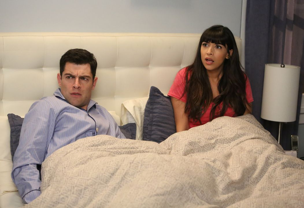 Nach einem erschreckenden Erlebnis setzen Schmidt (Max Greenfield, l.) und Cece (Hannah Simone, r.) alles daran, ihr Haus mit Sicherheitsvorkehrunge... - Bildquelle: Patrick McElhenney 2017 Fox and its related entities.  All rights reserved.