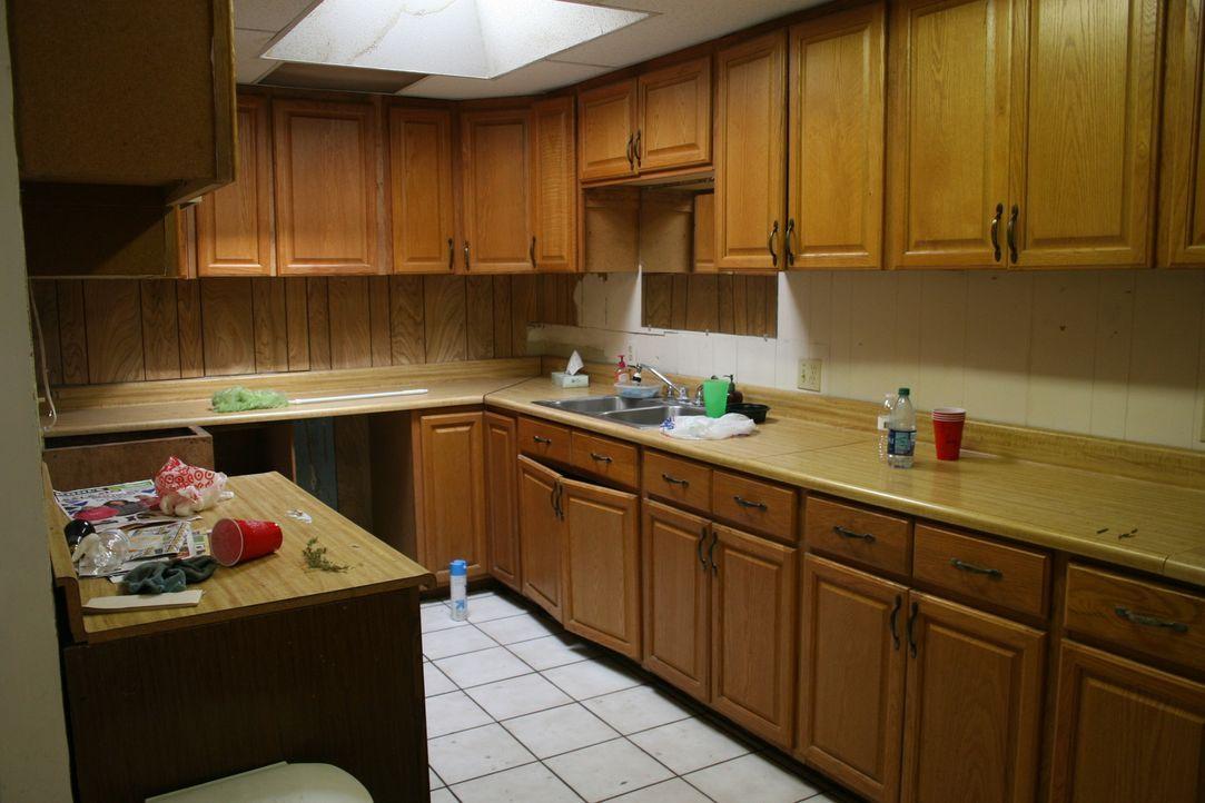 Schnell ist Christina und Tarek klar: Die triste und altmodische Küche muss raus und mit einem hellen, modernen Design ersetzt werden. Ob sich das a... - Bildquelle: 2018, Scripps Networks, LLC. All Rights Reserved.