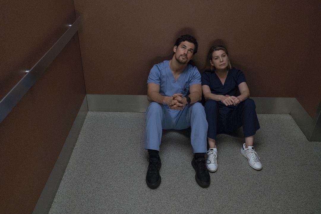 Dr. Andrew DeLuca (Giacomo Gianniotti, l.); Dr. Meredith Grey (Ellen Pompeo, r.) - Bildquelle: Eric McCandless ABC Studios / Eric McCandless