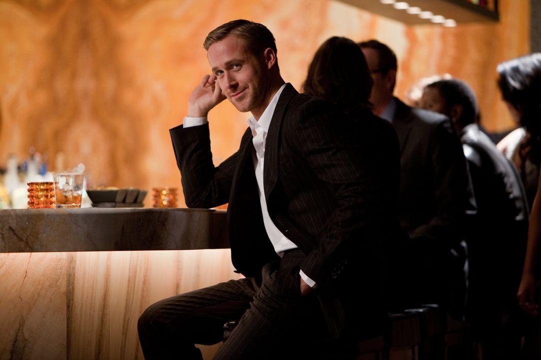 Jacob (Ryan Gosling) ist ein Womanizer, der es versteht, die Frauen für sein Vergnügen auszunutzen. Dieses Wissen gibt er an einen verzweifelten Man... - Bildquelle: Warner Bros.