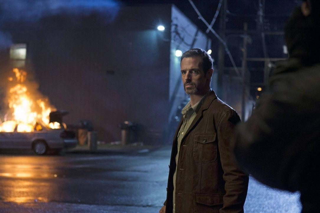 Kann Roger (Jeffrey Pierce) den Mann, der ihn töten soll davon überzeugen, dass es ein Fehler ist? - Bildquelle: Warner Bros. Entertainment, Inc