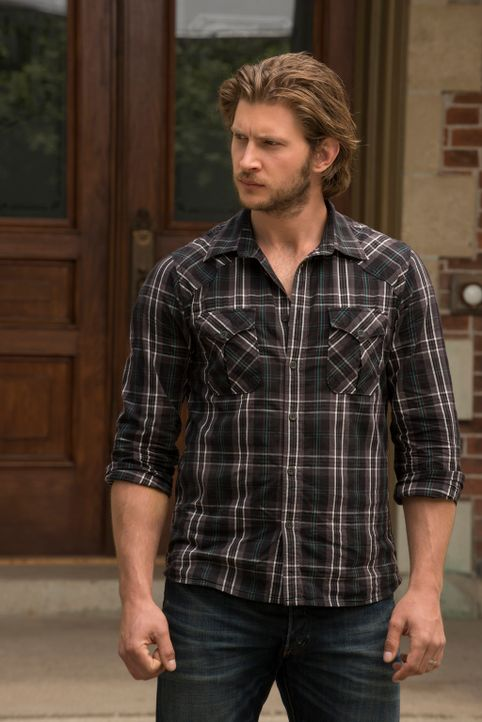 Der ganze Ort sieht in Clay (Greyston Holt) den Schuldigen für das Verschwinden von Michael Braxton. Wird er seine Unschuld beweisen können? - Bildquelle: 2014 She-Wolf Season 1 Productions Inc.