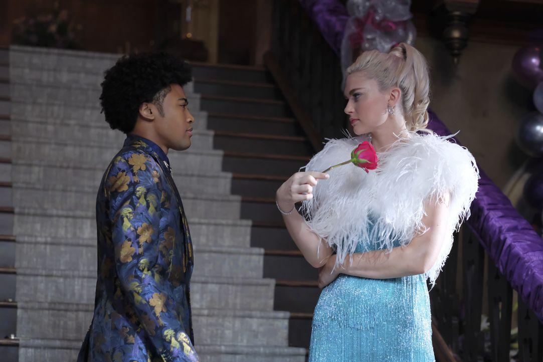 MG (Quincy Fouse, l.); Lizzie Saltzman (Jenny Boyd, r.) - Bildquelle: Mark Hill 2018 The CW Network, LLC. All rights reserved. / Mark Hill