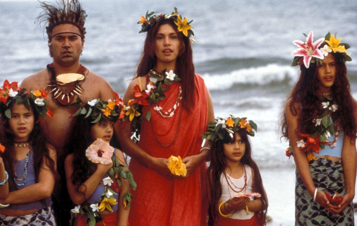 Die internationale Firma CCT will in Polynesien einen Staudamm bauen, doch die Eingeboren sind zu dagegen. Zu allem entschlossen, verteidigen sie ih... - Bildquelle: Cinetel Films