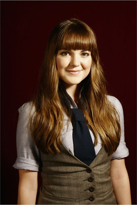 Amanda (Laura-Leigh) ist neu an der Privatschule. Dan fällt die hübsche junge Frau sofort ins Auge ... - Bildquelle: Warner Brothers
