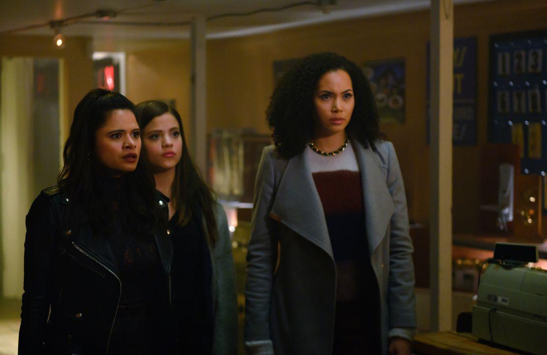 (v.l.n.r.) Mel Vera (Melonie Diaz); Maggie Vera (Sarah Jeffery); Macy Vaughn (Madeleine Mantock) - Bildquelle: Diyah Pera 2019 The CW Network, LLC. All Rights Reserved. / Diyah Pera