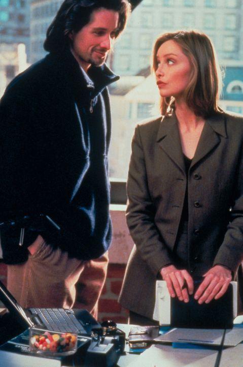 """Um Glenn (Michael Easton, l.) zu beweisen, dass er nicht nur ein billiger """"One-Night-Stand"""" war, lässt sich Ally (Calista Flockhart, r.) auf ein wei... - Bildquelle: Twentieth Century Fox Film Corporation. All rights reserved."""