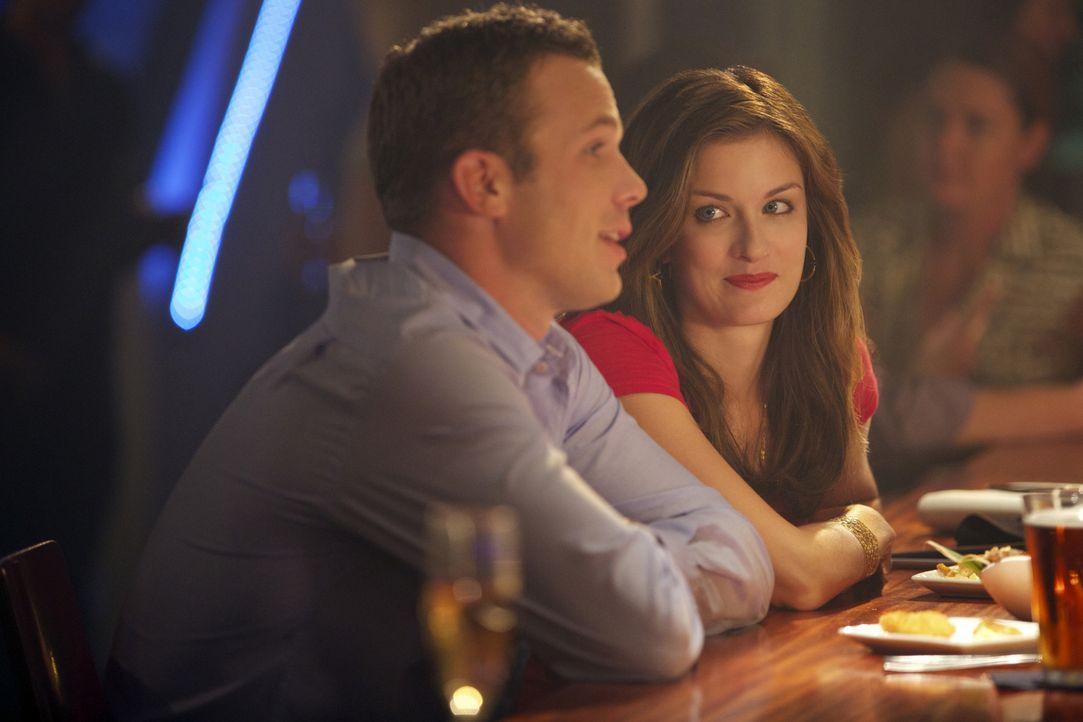 Bringt ihr neuster Fall Roy (Cam Gigandet, l.) und Jamie (Anna Wood, r.) nun doch weiter zusammen? - Bildquelle: 2013 CBS BROADCASTING INC. ALL RIGHTS RESERVED.