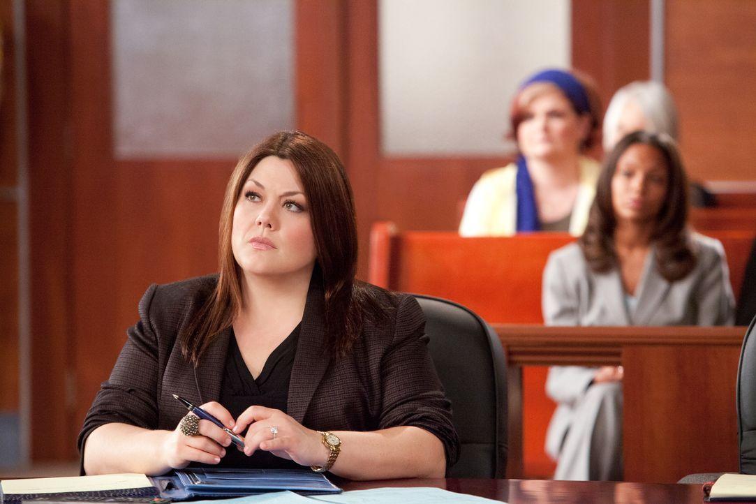 Jane (Brooke Elliott) übernimmt einen Fall, der sie mit ihrer Vergangenheit konfrontiert. Sie verteidigt Chloe Surnow, ein junges Mädchen, dessen... - Bildquelle: 2012 Sony Pictures Television Inc. All Rights Reserved.