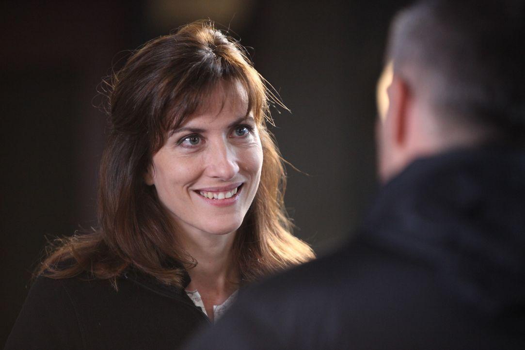 Kann die Gerichtsmedizinerin (Valérie Dashwood) helfen, den brisanten Fall aufzuklären? - Bildquelle: Xavier Cantat 2011 BEAUBOURG AUDIOVISUEL / Xavier Cantat