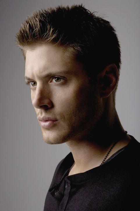 (2. Staffel) - Mittels eines Deals mit dem gelbäugigen Dämon, gelang es John, seinem Sohn Dean (Jensen Ackles) das Leben zu retten ... - Bildquelle: Warner Bros. Television