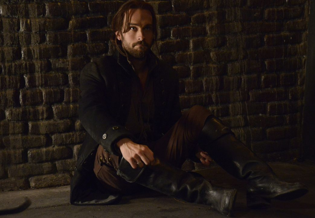 Der Kampf gegen den kopflosen Reiter geht weiter: Ichabod (Tom Mison) ... - Bildquelle: 2013 Twentieth Century Fox Film Corporation. All rights reserved.