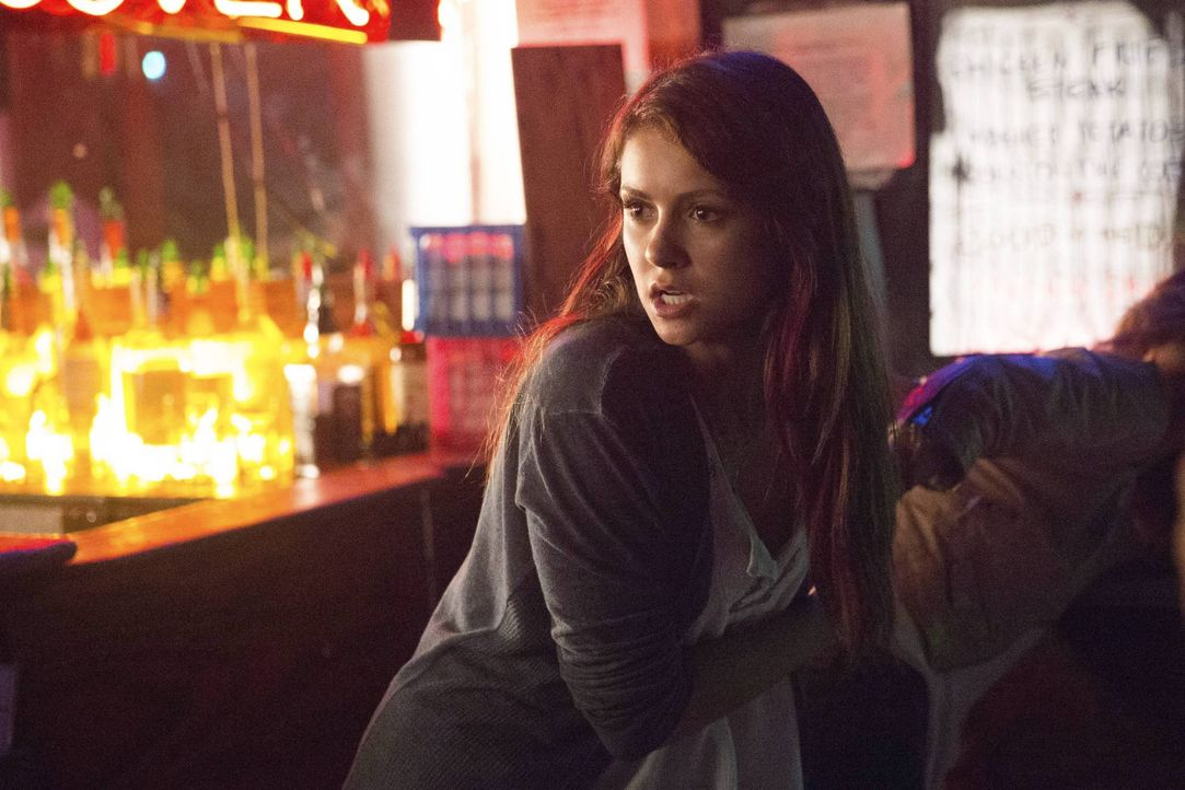 Warum schaut Elena so böse? - Bildquelle: Warner Bros. Entertainment Inc.