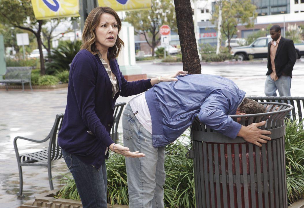Im Kampf gegen das Böse halten die dominante Ellie (Christa Miller, l.) und der in den Tag hinein lebende Bobby (Brian Van Holt, r.) zusammen ... - Bildquelle: 2009 ABC INC.
