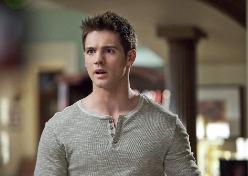 Jeremy (Steven R. McQueen) möchte endlich ein normales Leben führen. Ohne Vampire, Hexen und Dämonen ? - Bildquelle: Warner Brothers