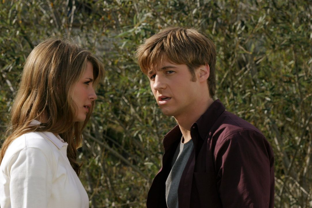 Zwischen Ryan (Benjamin McKenzie, r.) und Marissa (Mischa Barton, l.) kommt es zum Streit, da Marissa die meiste Zeit mit Oliver verbringt ... - Bildquelle: Warner Bros. Television