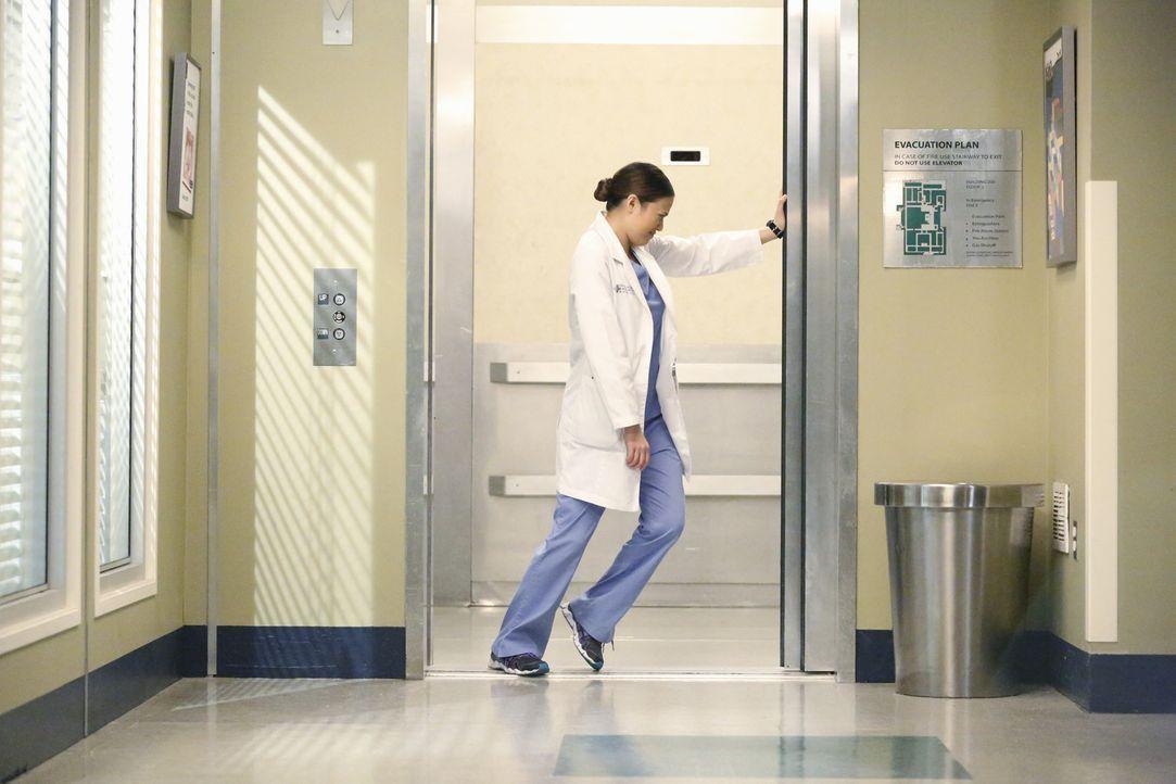 Um Keith zu retten, müssen alle mitanpacken - auch Neuling Dr. Shaw (Irene Keng) ... - Bildquelle: ABC Studios