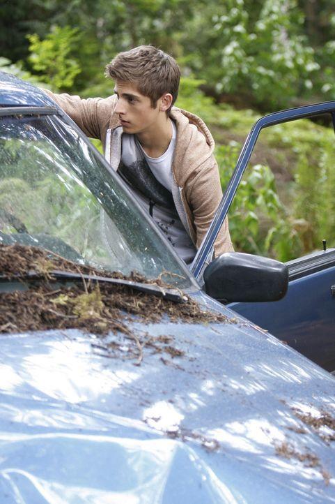 Josh (Jean-Luc Bilodeau) macht sich große Sorgen um seine Mutter, die bei einem Autounfall schwer verletzt wurde ... - Bildquelle: TOUCHSTONE TELEVISION