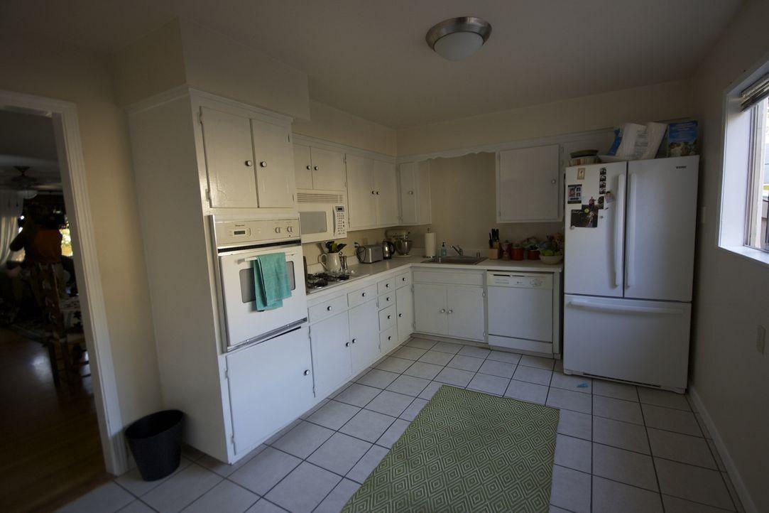 Josh Temple und sein Team möchten aus dieser alten Küche eine Wahnsinns-Küche machen. Doch wird es ihnen gelingen? - Bildquelle: 2011, DIY Network/Scripps Networks, LLC.  All Rights Reserved
