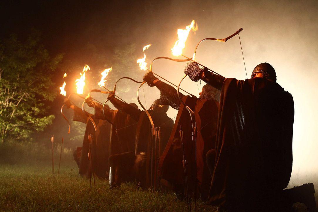 Zur Zeit der Kreuzzüge: Nachdem Konrad ihn des Mordes bezichtigt hat, lässt der Abt von Maulbronn seine Mannen ausrücken, um die Laurins zu verni... - Bildquelle: Gabor Klinsky ProSieben