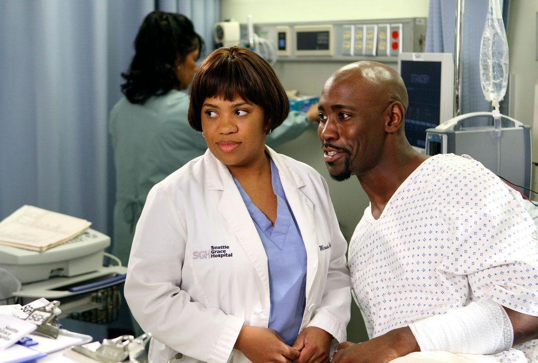Nach einem Schulbusunglück wird Bailey (Chandra Wilson, l.) mit Marcus King (D.B. Woodside, r.), einem Highschool-Schwarm konfrontiert ... - Bildquelle: Touchstone Television