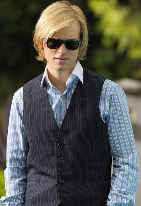 Cal (Adam Campbell) ist der Außenseiter auf der Hochzeit. Er kennt hier außer Chloe niemanden. Doch er versucht, sich so gut wie möglich zu integ... - Bildquelle: 2009 CBS Studios Inc. All Rights Reserved.