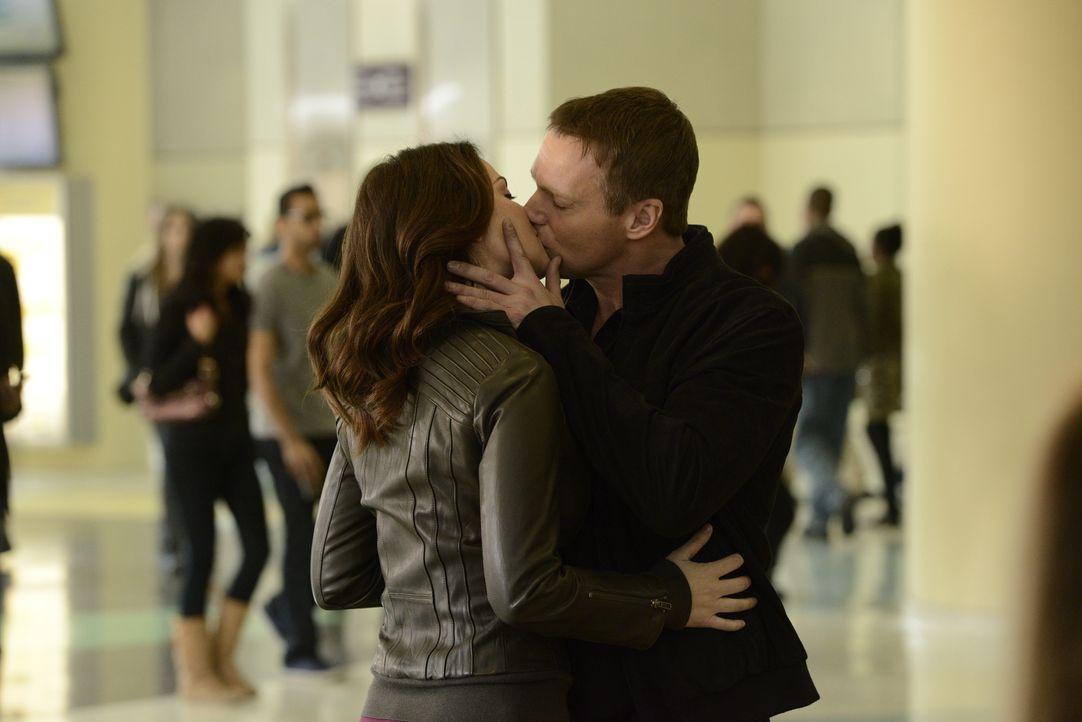 Werden Alex (Erica Durance l.) und Charlie (Michael Shanks, r.) es jemals schaffen zu heiraten? - Bildquelle: 2013  Hope Zee Two Inc.