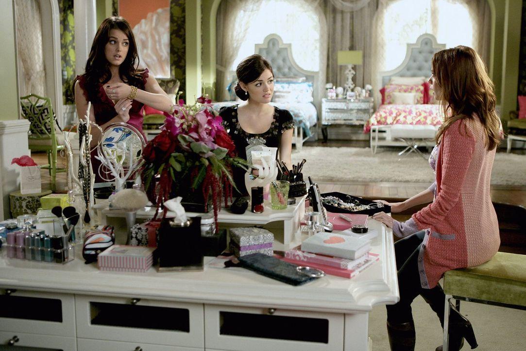 Während Sage (Ashley Newbrough, l.) und Rose (Lucy Hale, M.) Probleme mit Männern haben, muss sich Megan (Joanna Garcia, r.) mit ihrer Mutter rumärg... - Bildquelle: Warner Bros. Television