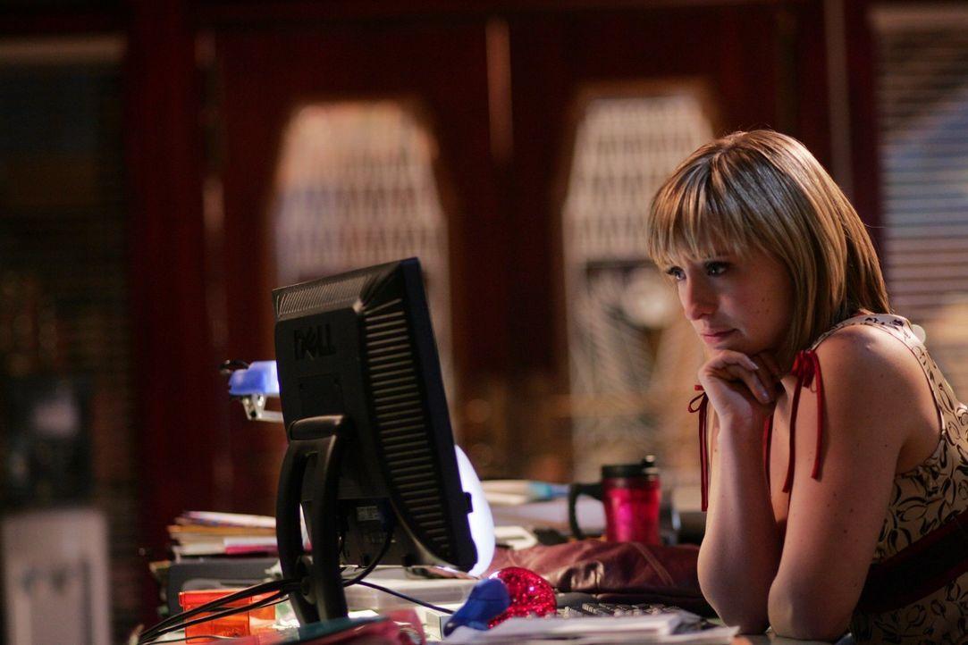 Jimmy trennt sich von Chloe (Allison Mack), weil er denkt, sie sei in Clark verliebt. Hat er damit Recht? - Bildquelle: Warner Bros.