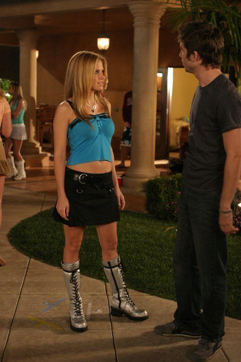 Auf seiner Überraschungsparty lernt Trey (Logan Marshall-Green, r.) Jess (Nikki Griffin, l.) kennen ... - Bildquelle: Warner Bros. Television