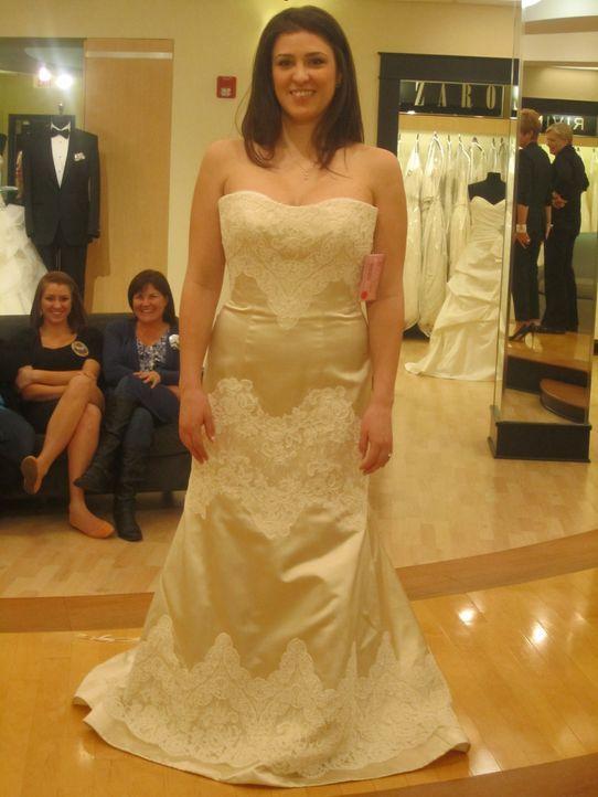 Braut Kaitlin kommt mit gleich zwei frohen Botschaften in Loris Boutique: Der langersehnte Heiratsantrag ist da und ihre Brüste sind dank einer Sch... - Bildquelle: TLC & Discovery Communications