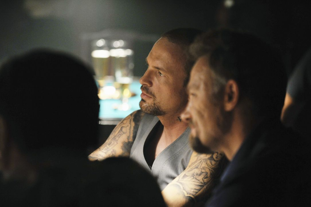 Mit den beiden Mafiosi Sasha (David Meunier, r.) und Ilya (Dmitri S. Boudrine, l.) ist nicht zu Spaßen. - Bildquelle: ABC Studios