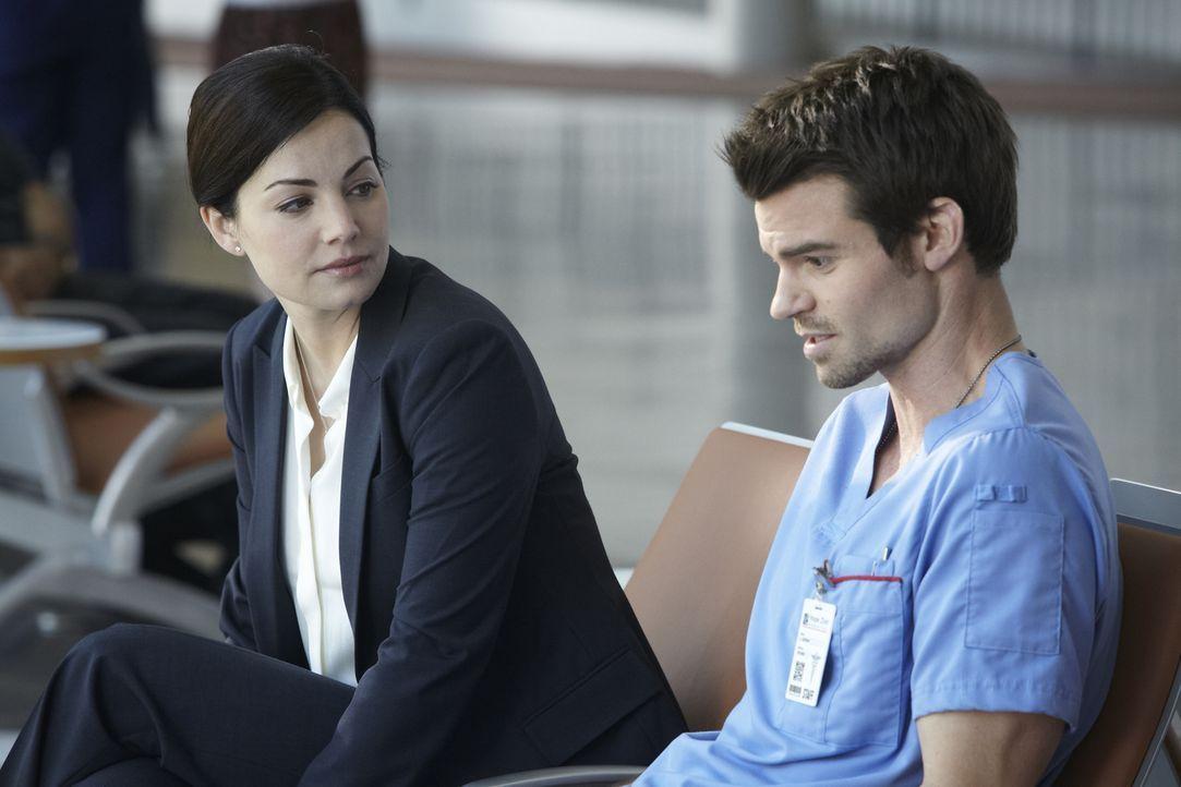 Nachdem Alex (Erica Durance, l.) eine enttäuschende Nachricht erhalten hat, ist sie am Boden zerstört. Joel (Daniel Gillies, r.) ist allerdings nich...