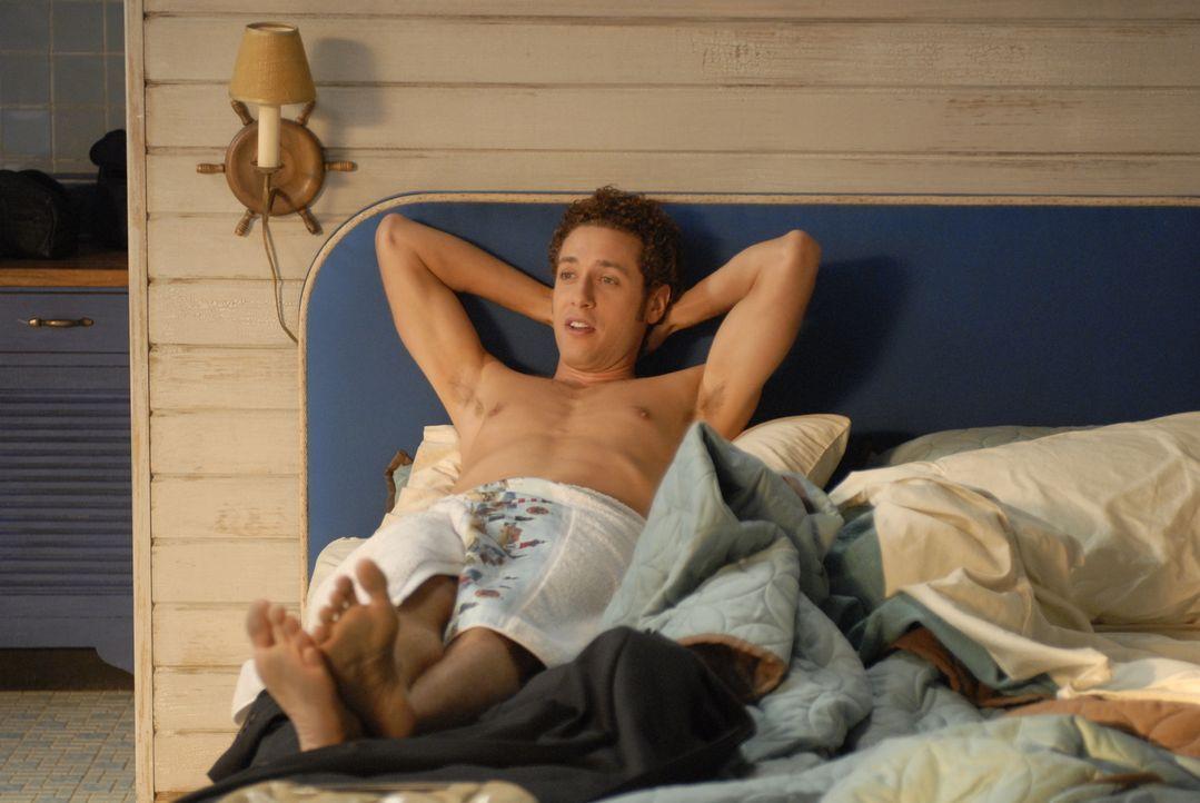 Genießt das Leben auf Long Island, während sein Bruder sich vor Arbeit kaum retten kann: Evan R. Lawson (Paulo Costanzo) - Bildquelle: Universal Studios
