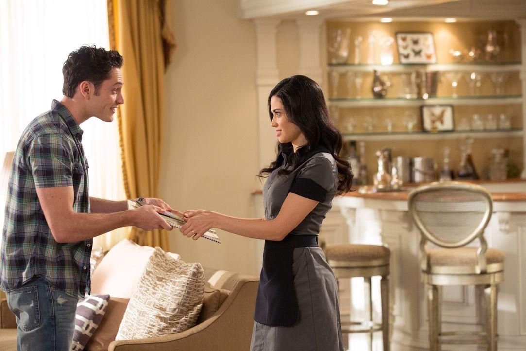 Ethan (Colin Woodell, l.) scheint eine wahre Inspirationsquelle für Valentina (Edy Ganem, r.) zu sein, doch ihre Sterne stehen nicht gut ... - Bildquelle: 2014 ABC Studios