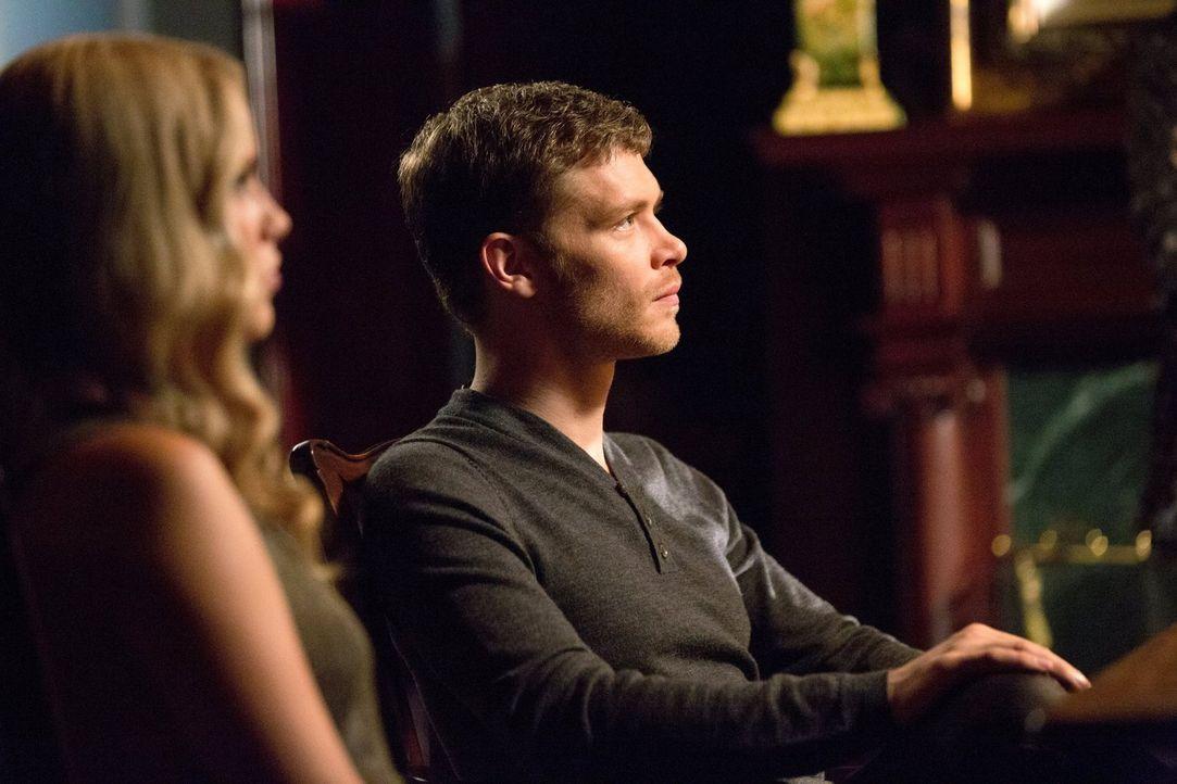 Klaus (Joseph Morgan, r.) und Rebekah (Claire Holt, l.) erfahren ein verhängnisvolles Geheimnis von Sophie ... - Bildquelle: Warner Bros. Television