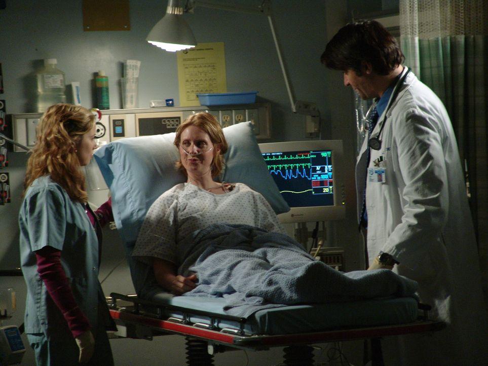 Während Neela und Ray eine furchtbare Entdeckung machen, sind Luka (Goran Visnjic, r.) und Sam (Linda Cardellini, l.) um das Wohlergehen von Ellie (... - Bildquelle: WARNER BROS