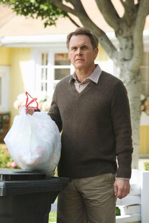 Glaubt seinen Augen nicht zu trauen, als er Felicia in der Wisteria Lane sieht: Paul (Mark Moses) ... - Bildquelle: ABC Studios