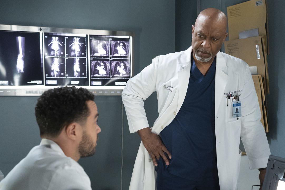 Dr. Jackson Avery (Jesse Williams, l.); Dr. Richard Webber (James Pickens Jr., r.) - Bildquelle: Eric McCandless ABC Studios / Eric McCandless