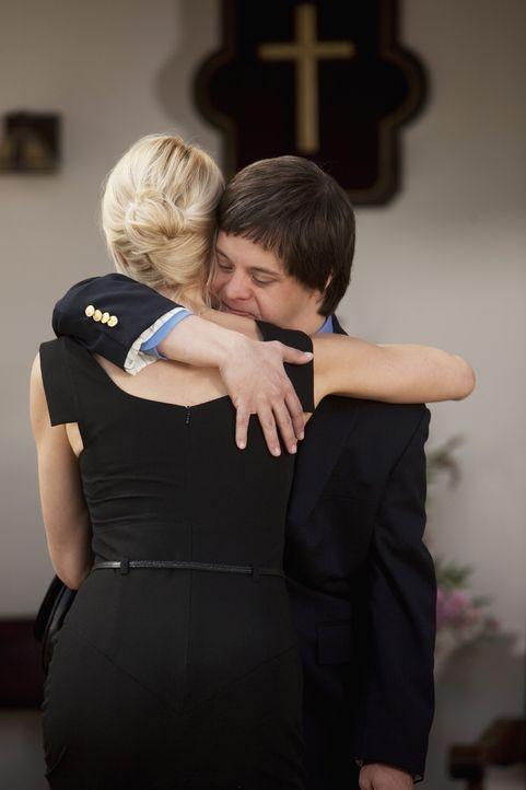 Die Trauer um Dr. Bowman sitzt tief: Kathleen (Josie Bissett, l.) und Tom (Luke Zimmerman, r.) - Bildquelle: 2009 DISNEY ENTERPRISES, INC. All rights reserved. NO ARCHIVING. NO RESALE.