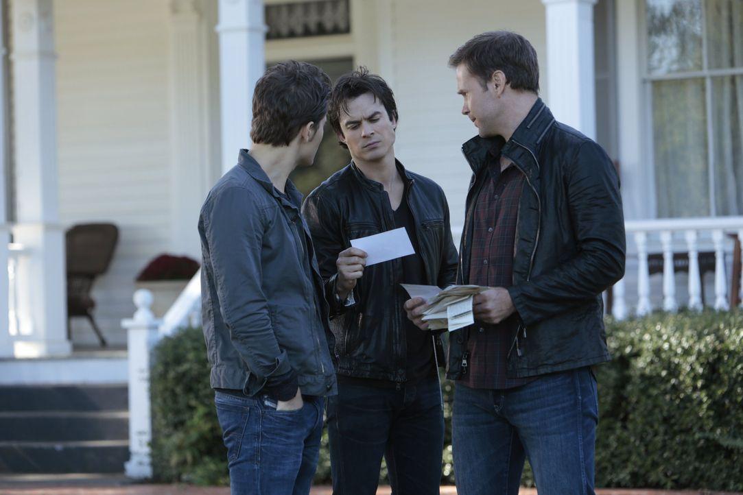 Stefan, Damon und Alaric vor Kais Haus - Bildquelle: Warner Bros. Entertainment Inc.