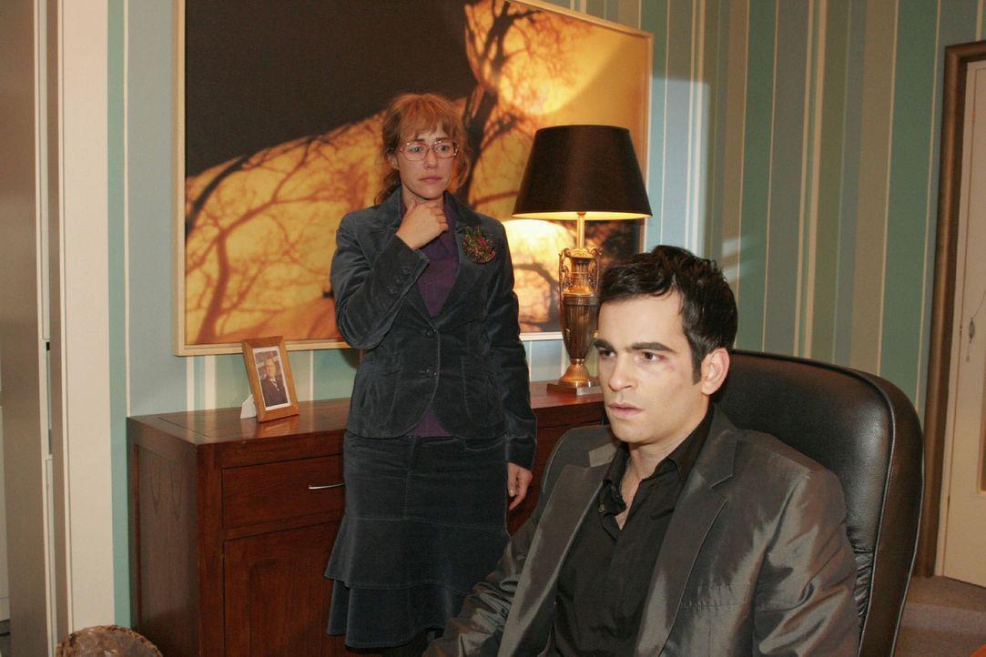 Aus lauter Angst, David (Mathis Künzler, r.) zu verlieren, gesteht Lisa (Alexandra Neldel, l.) ihm plötzlich ihre Liebe. (Dieses Foto von Alexandr... - Bildquelle: Noreen Flynn Sat.1