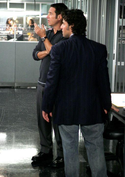 Wollen den Mörder von Kim stellen: Don (Rob Morrow,l.) und Charlie (David Krumholtz, r.) ... - Bildquelle: CBS International Television