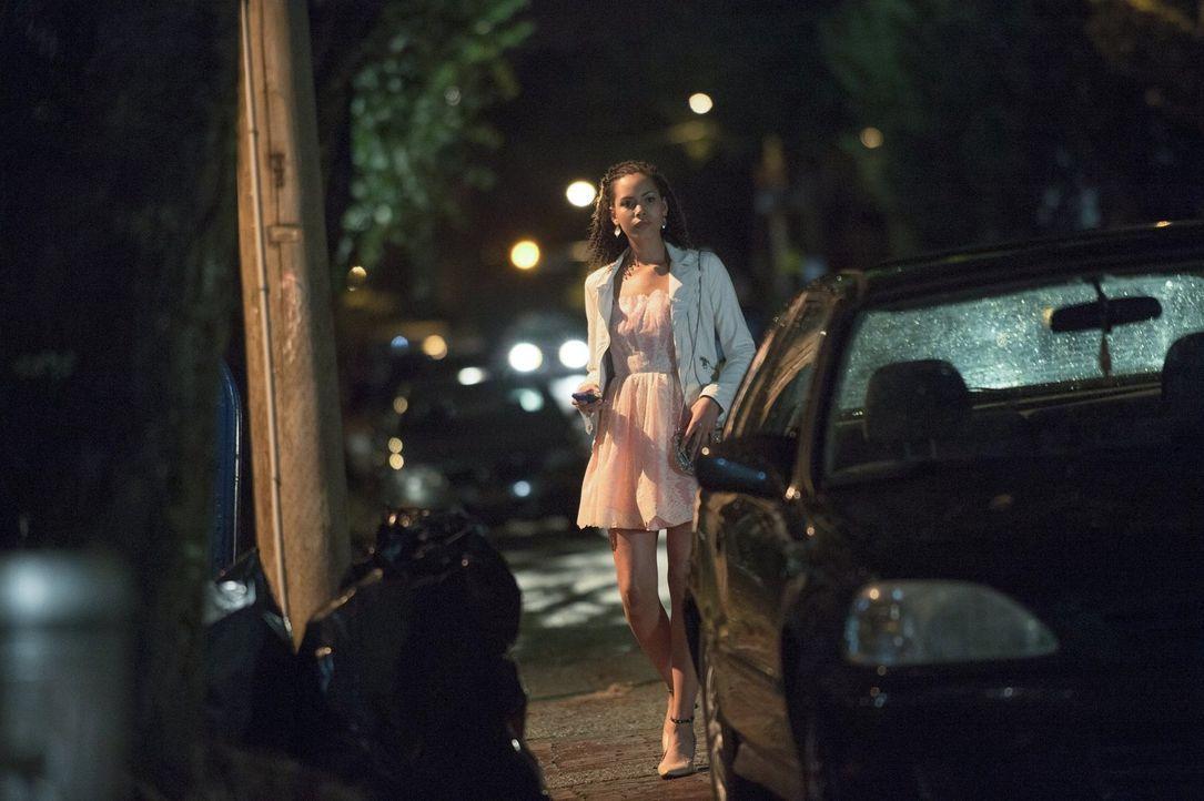 Astrid (Madeleine Mantock) wird nicht aufgeben, bis sie die Wahrheit über Stephen kennt ... - Bildquelle: Warner Bros. Entertainment, Inc