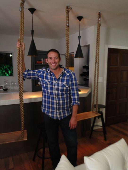 Josh Temple (Foto) möchte das Wohn- und Esszimmer eines jungen Pärchens in nur drei Tagen zu einer hippen Bar-Lounge umbauen. Die beiden haben keine... - Bildquelle: 2012, DIY Network/Scripps Networks, LLC. All Rights Reserved.