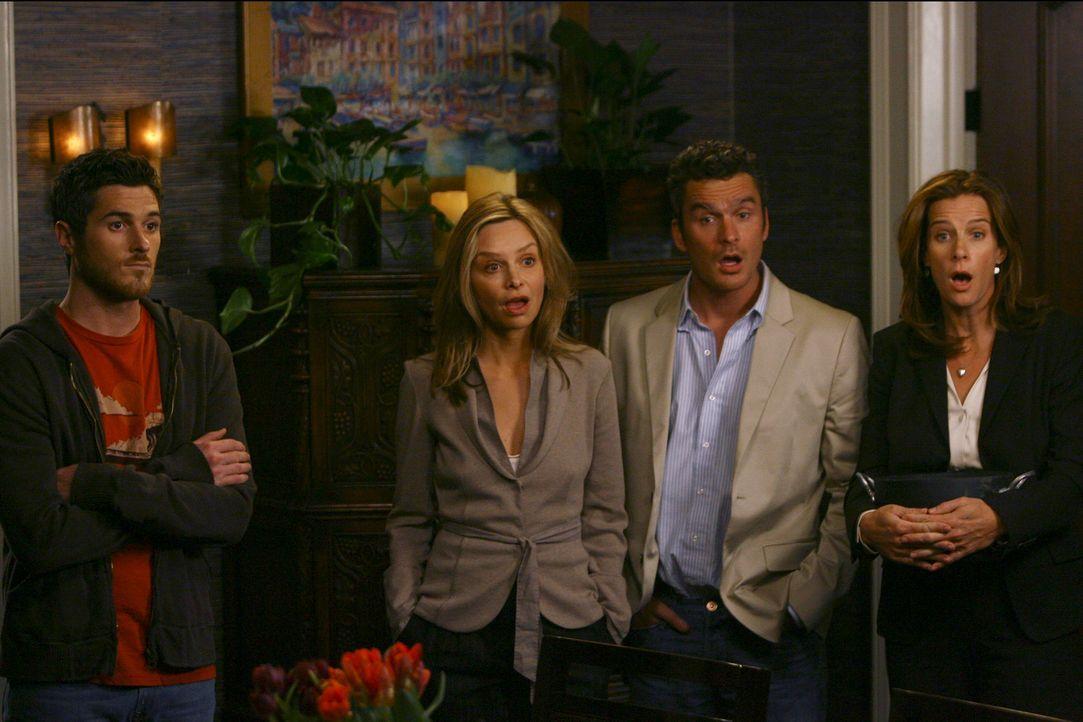 Justin (Dave Annable, l.), Kitty (Calista Flockhart, 2.v.l.), Tommy (Balthazar Getty, 2.v.r.) und Sarah (Rachel Griffiths, r.) sind entsetzt als sie... - Bildquelle: Disney - ABC International Television