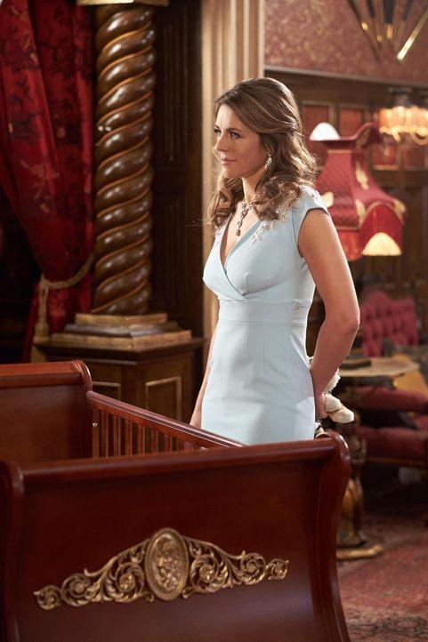 Wird sie aufgeben oder eine neue Intrige gegen König Cyrus starten? König Helena (Elizabeth Hurley) ... - Bildquelle: 2015 E! Entertainment Media LLC/Lions Gate Television Inc.