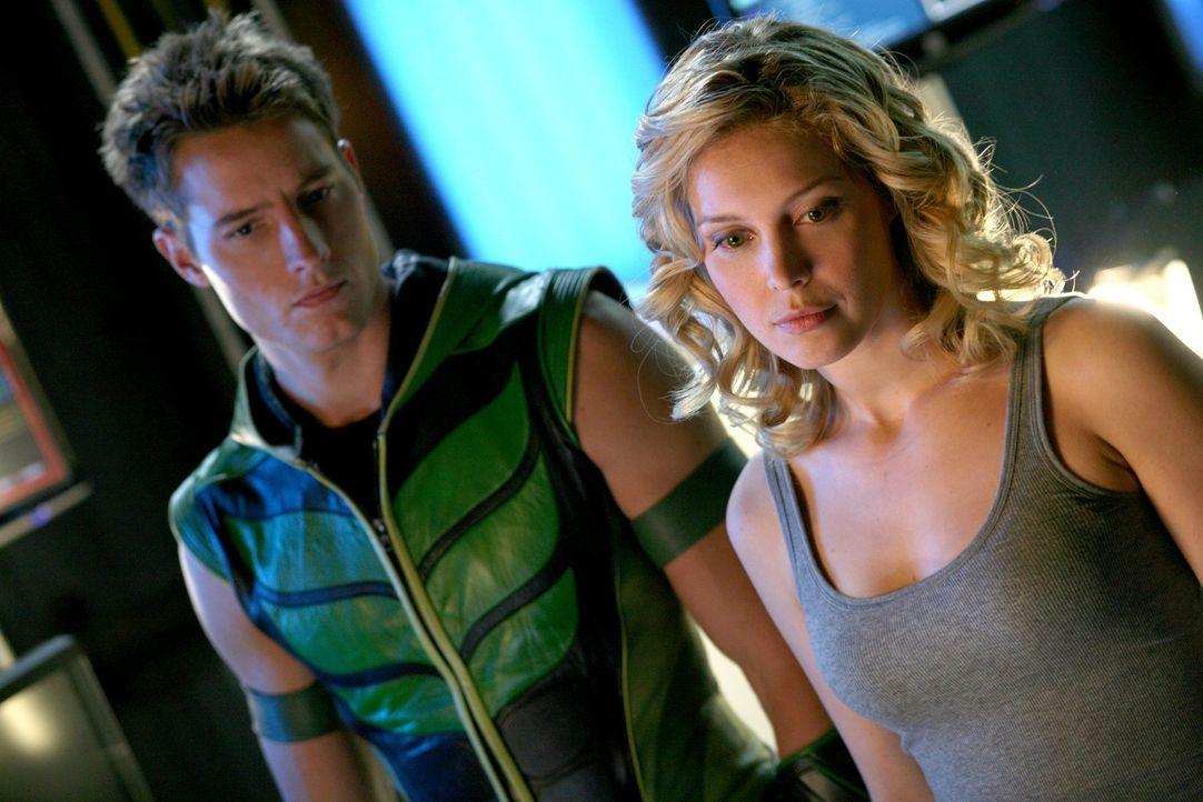Streitgespräch zwischen Superhelden: Dinah (Alaina Huffman, r.) kann nicht fassen, dass Oliver (Justin Hartley, l.) Chloe nach deren wochenlangem Ve... - Bildquelle: Warner Bros.