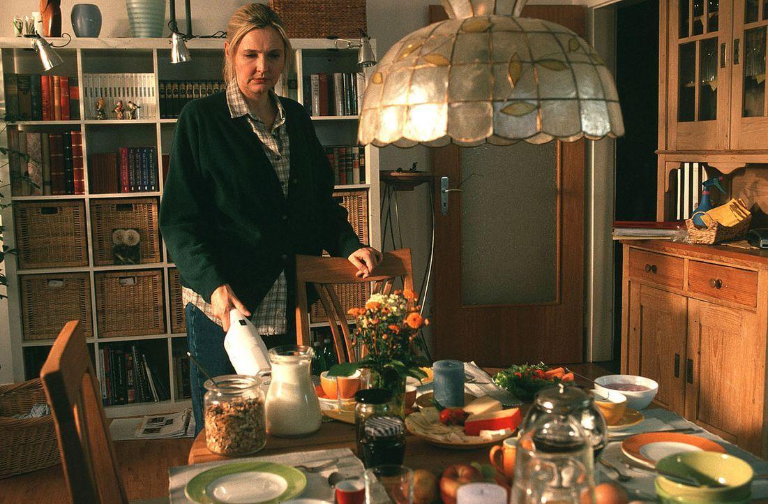 Marie (Katharina Schubert) sorgt dafür, dass es ihrem Mann und ihren beiden Kindern an nichts fehlt. Doch mit der Zeit hat ihr (Ehe-)Leben jegliche... - Bildquelle: Sat.1
